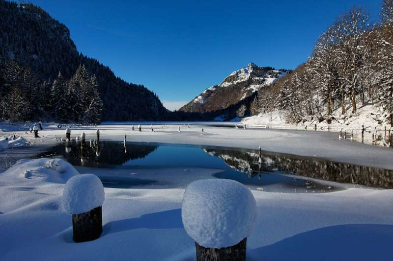 Vallon lake in winter