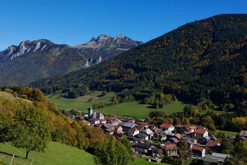 Lullin village
